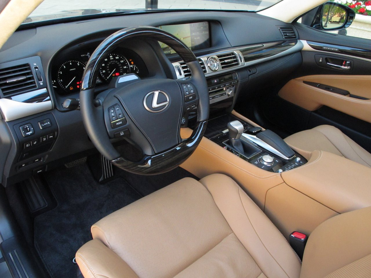 http://gearandgrit.com/wp-content/uploads/2013/03/2013-lexus-ls-460-review-behind-the-wheel-ziprage-8.jpg