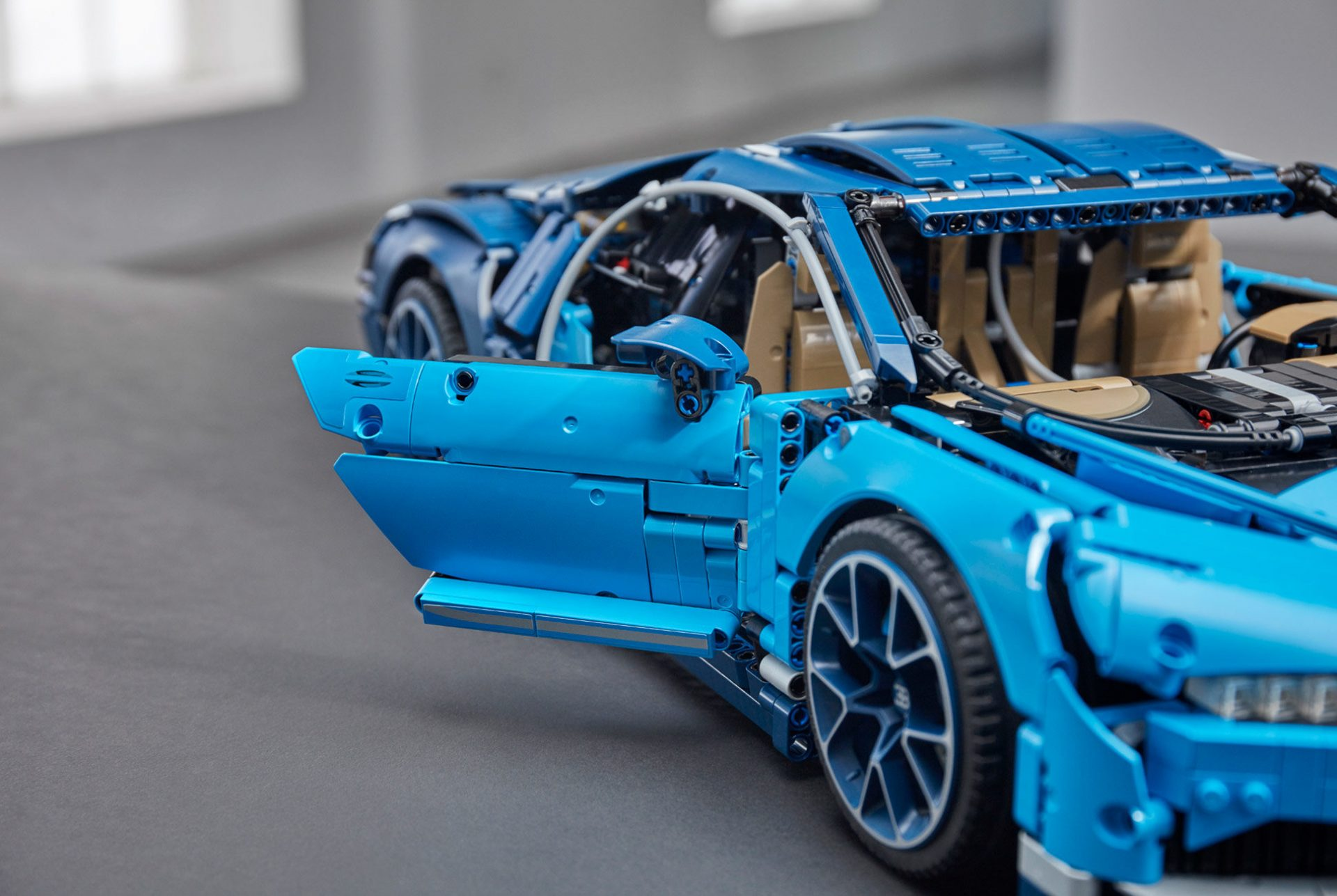 the lego bugatti chiron is absolutely incredible gear grit. Black Bedroom Furniture Sets. Home Design Ideas
